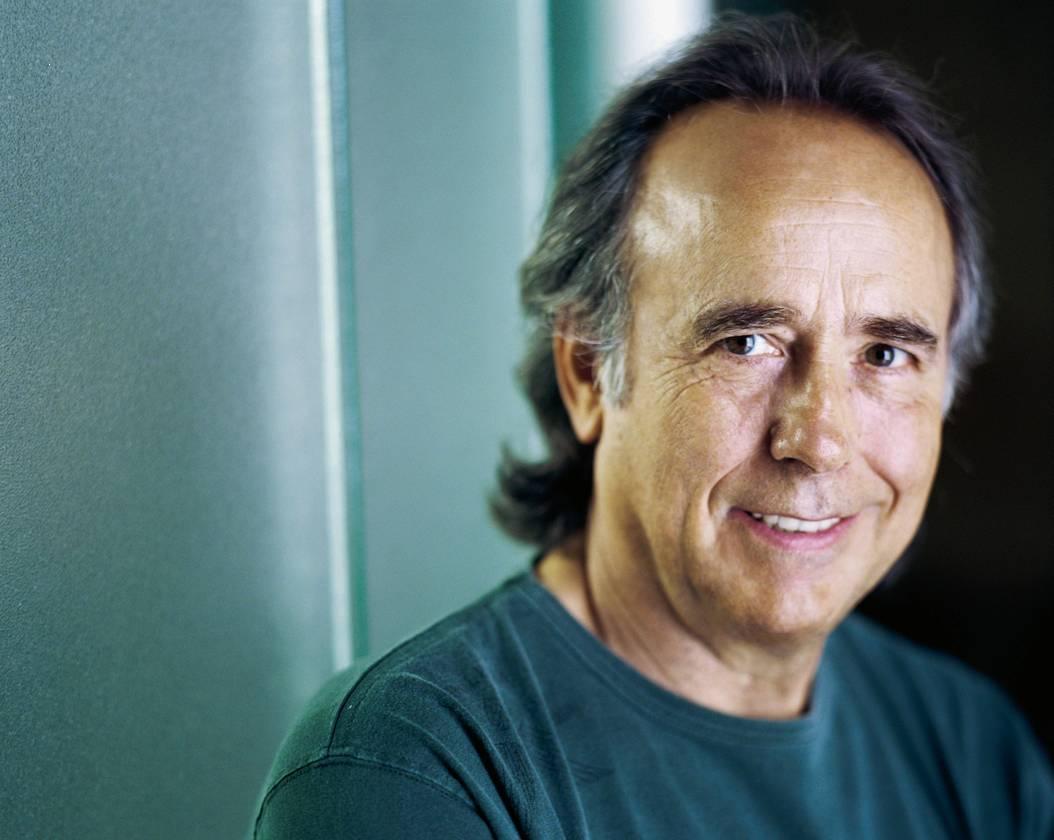 Joan Manuel Serrat va néixer l'any 1943 al barri del Poble Sec de Barcelona. Comença els seus estudis a l'Escola Pia de Sant Antoni. - joan-manuel-serrat
